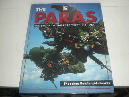 Theodore Rowland - Entwistle: The Paras. The story of the parachute regiment.
