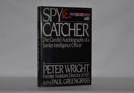Peter Wright with Paul Greengrass: Spycatcher.