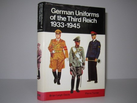 Brian Leigh Davis - Pierre Turner: German Uniforms of the Third Reich 1933-1945.